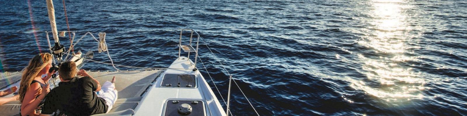 boat excursions in Santorini